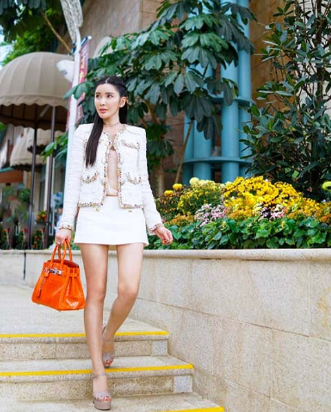 ca841c7ad919 This woman owns one of the largest Hermes bag collections in the world!