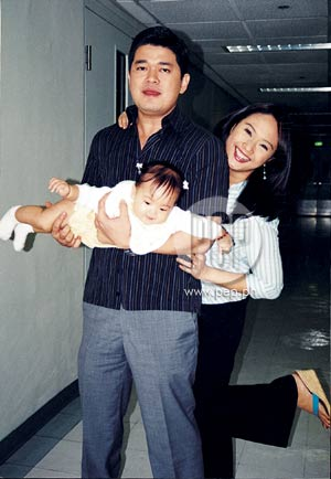 Broadcasters Julius And Tintin Babao Often Take Their Bundle Of Joy Antonia To The Abs Cbn Studio These Photos Were Taken In Hallway Last