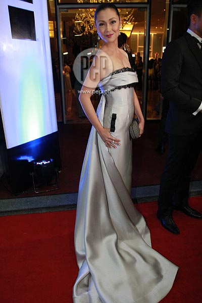 Jodi Sta. Maria wearing an elegant silver tube dress by Jun Escario.