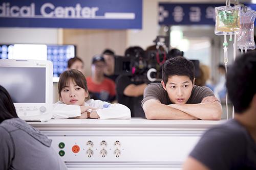 2016-07-22_19:13:46_Song-Hye-Kyo-and-Song-Joong-Ki-(3).jpg