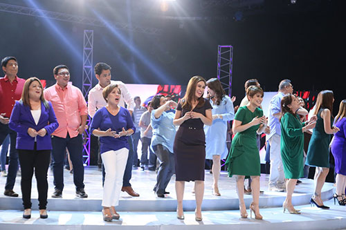 GMA-News-and-Public-Affairs--personalities-are-all-smiles-as-they-sing-the-Kapuso-jingle.jpg