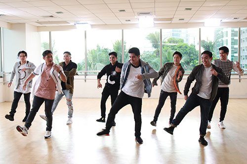 Rocco-Nacino,-Mark-Herras,-Sef--Cadayona,-and-TOP-were-all-energetic-in-this-dance-routine.jpg