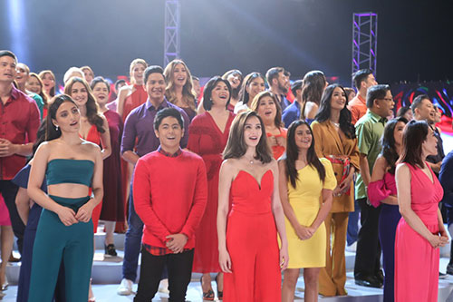 The-brightest-Kapuso-stars--wholeheartedly-sing-the-GMA-jingle.jpg