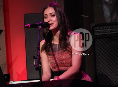 Dia Frampton of The Voice fame performs in Manila with her