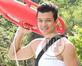 Jericho Rosales is hyped up about home network's summer station ID