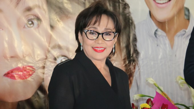 Vilma Santos differentiates showbiz and politics rumors