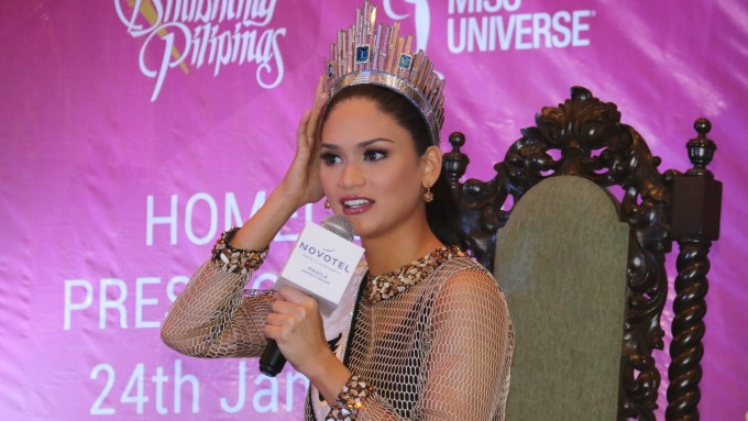 Pia Wurtzbach learns from Shamcey Supsup