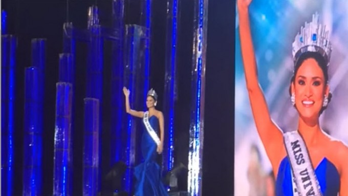 Pia Wurtzbach does her Miss Universe walk again