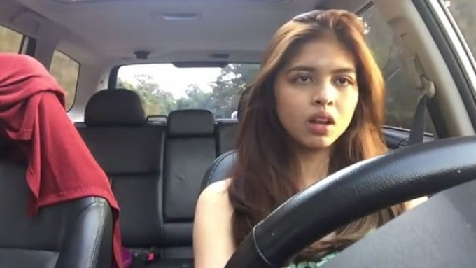 Watch Maine Mendoza Dubsmashing while driving
