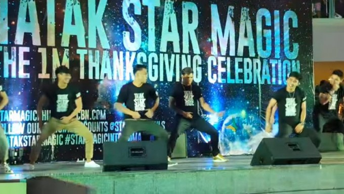 WATCH: Hashtags drive #TatakStarMagic crowd crazy