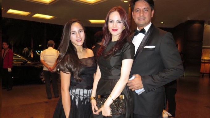 Watch Juliana Gomez campaign for her dad in Bisaya