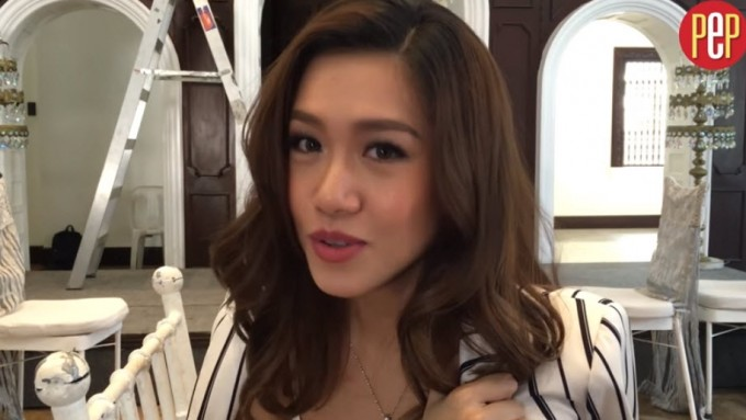 Rachelle Ann Go greets mom before going back to London
