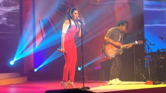 Sarah Geronimo performs acoustic version of 'Ikot-Ikot'