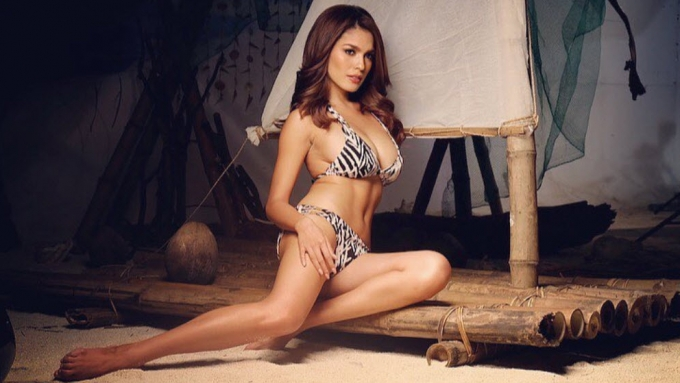 Andrea Torres shows sexiness in 2017 calendar