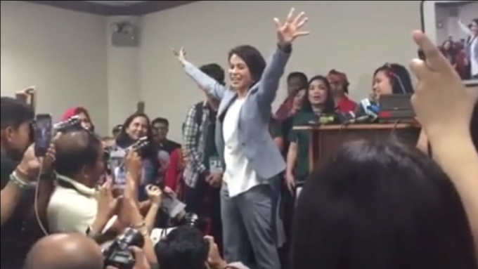 Gina Lopez stages sing along at presscon after CA rejection