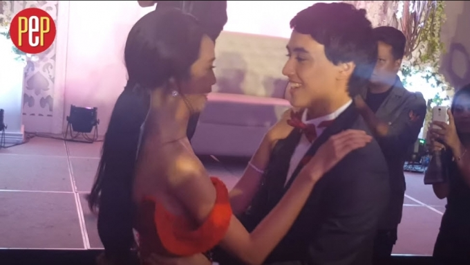 WATCH: MayWard give in to fans' request for a 'beso'