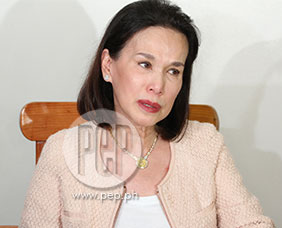 Cecile Ongpauco cries while calling out to daughter Heart Evangelista