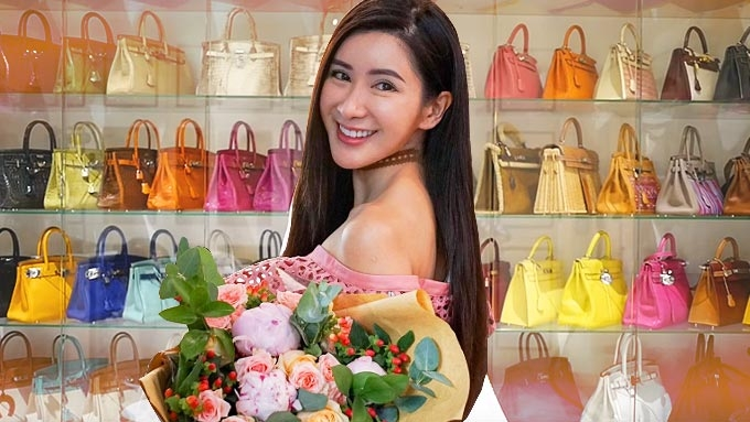 This woman owns one of the largest Hermes bag collections in the world! 0ce5a2efe6