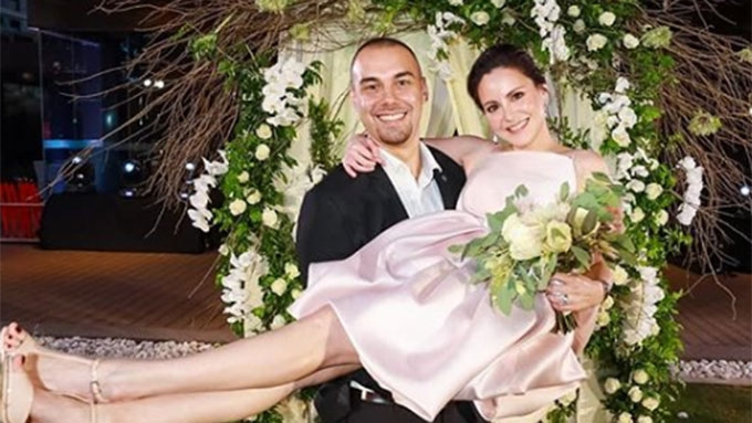 745ae5ae44 Cheska Garcia-Kramer surprises husband Doug Kramer with vow renewal on  their 10th anniversary