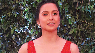 Mariel Rodriguez discovers something yucky in her dressing room