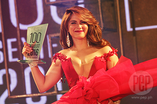 Jessy Mendiola Received Her Trophy As Fhm Philippines Sexiest Woman This 2016
