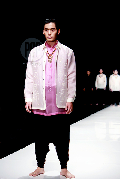 Junjun Cambe also has a series of colorful barongs for men.  sc 1 st  PEP.ph & Modern Barong and Filipiniana at the Philippine Fashion Week Spring ...