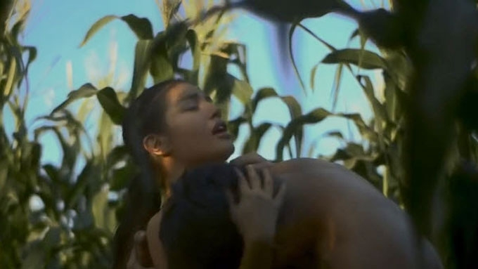 Nathalie Hart Shot Topless Scene Without Nipple Tape -6573