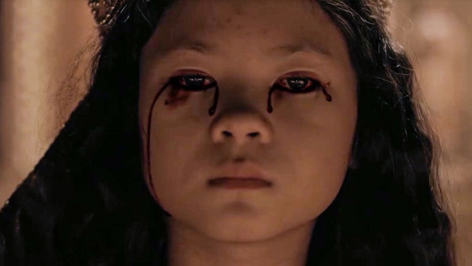 Seklusyon child star compared to Linda Blair of The Exorcist