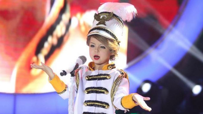 Xia praised by intl publications for Taylor Swift number