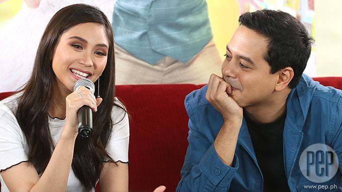 Sarah admits she had a crush on John Lloyd while doing AVSL