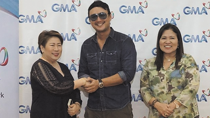 John Estrada signs contract with GMA-7