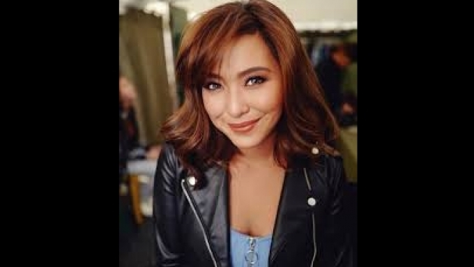 Joyce Pring fangirls over Regine Velasquez