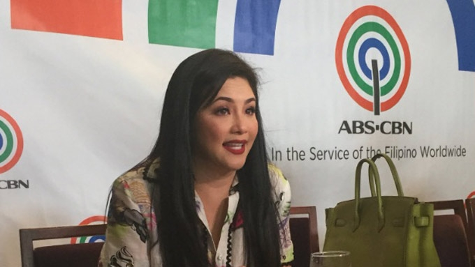 Regine cries upon transferring to ABS-CBN; signs contract
