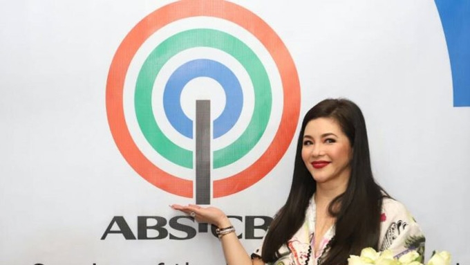 Regine congratulates Sunday PinaSaya for beating ASAP rating