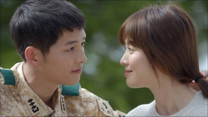 Who will play the leads in Descendants of the Sun remake?