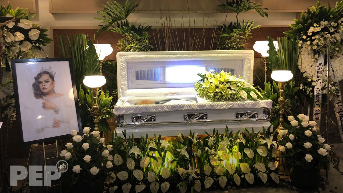 Vice Ganda, John Lapus, Pokwang, K Brosas pay respects to Chokoleit