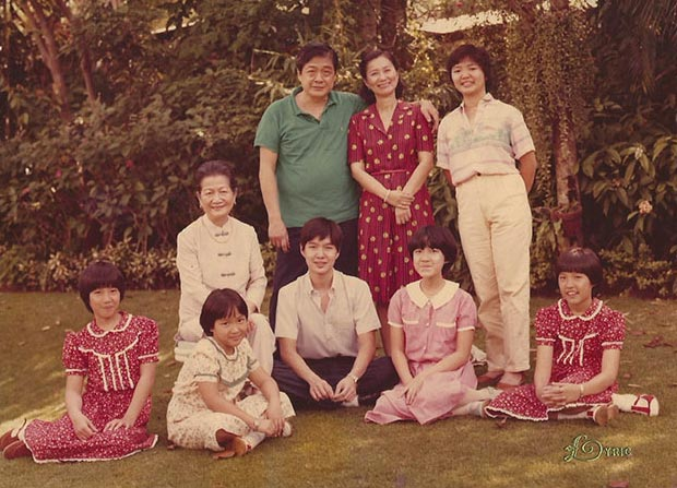 John Gokongwei Jr., Elizabeth Yu Gokongwei, and their six children Lance, Lisa, Robina, Faith, Hope, and Marcia with the lola Ana Juanita