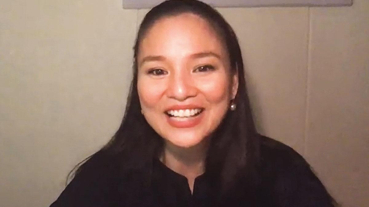 julia clarete smile