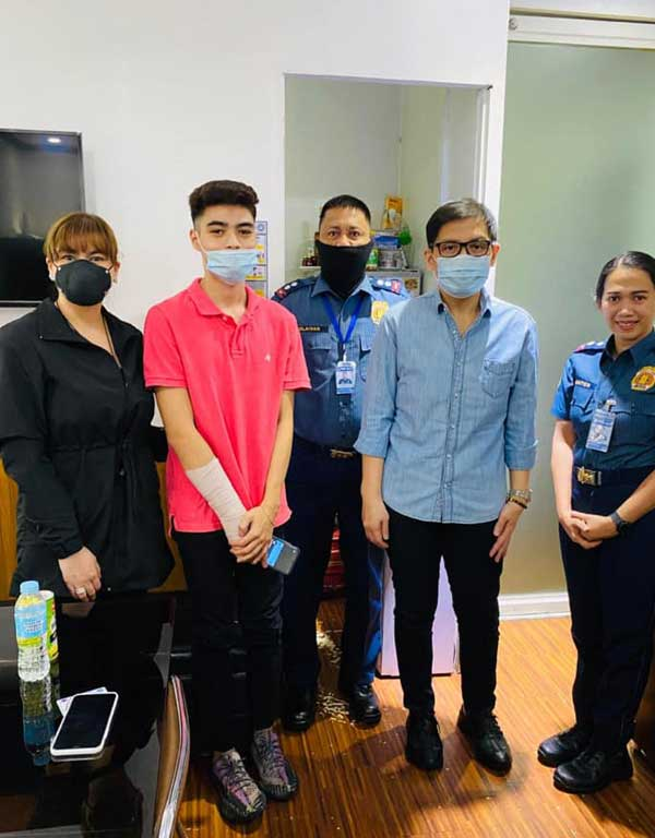 Aiko Melendez (leftmost), Andre Yllana (2nd from left) and Zambales Vice Governor Jay Khonghun with some officials of Criminal Investigation and Detection Group (CIDG) Cybercrime Division, Camp Crame, Quezon City.