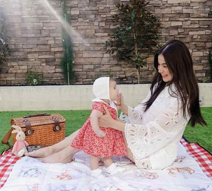 Anne Curtis with daughter Dahlia