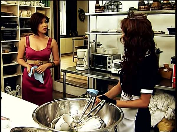 Paw Diaz in one of her scenes with Erich Gonzales in Maria la del Barrio.