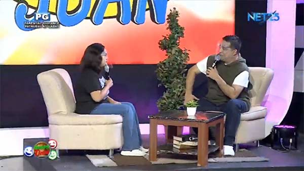 Anjo Yllana interviewing a guest in the segment Ayuda ni Juan.