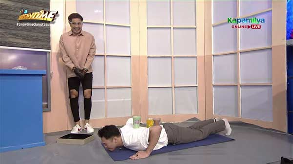 PBB ex-housemate Sky Quizon has to do push-ups for his FUNishment as a Tumpak Tracer.