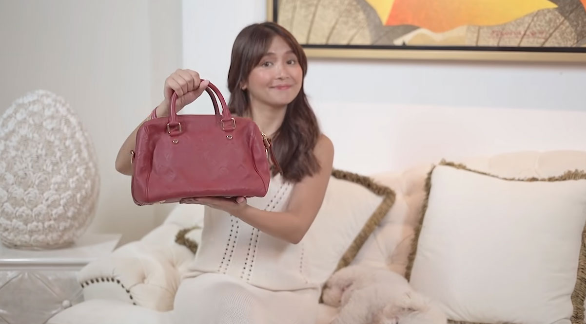 Kathryn Bernardo holding her Louis Vuitton Speedy Bandoulière bag
