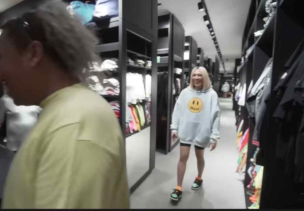 Vice Ganda with Negi inside walk-in closet
