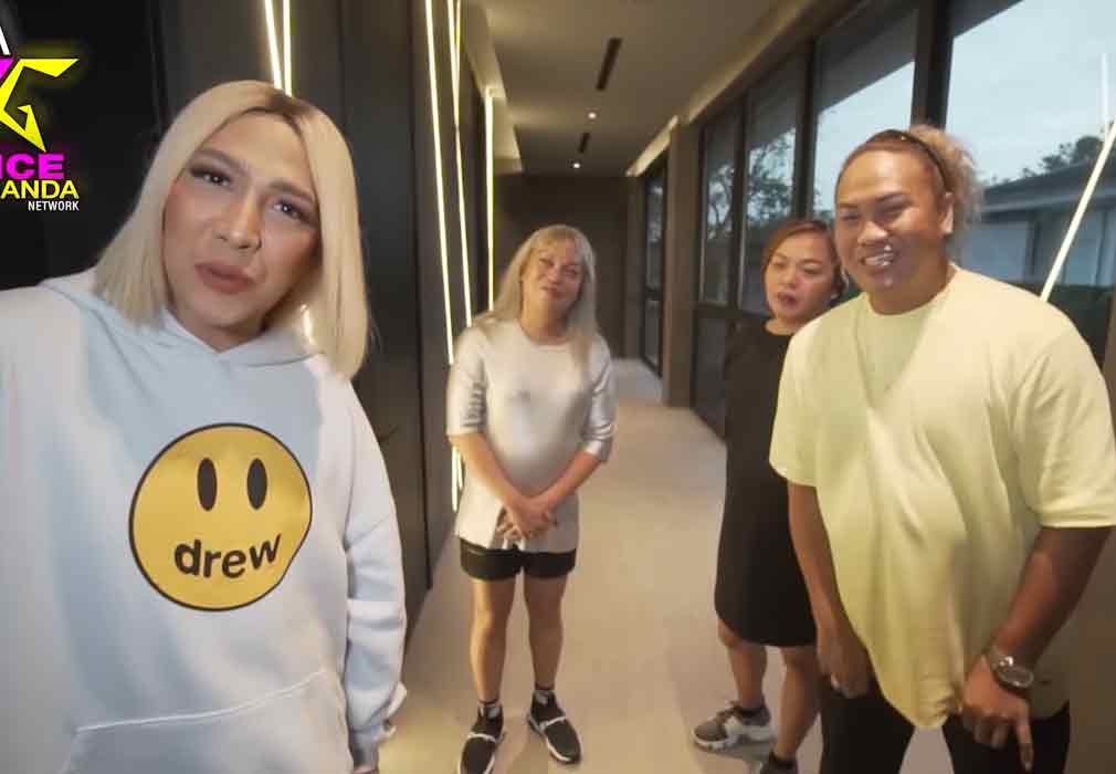 Vice Ganda with friends kitty, orle, negi in his new house