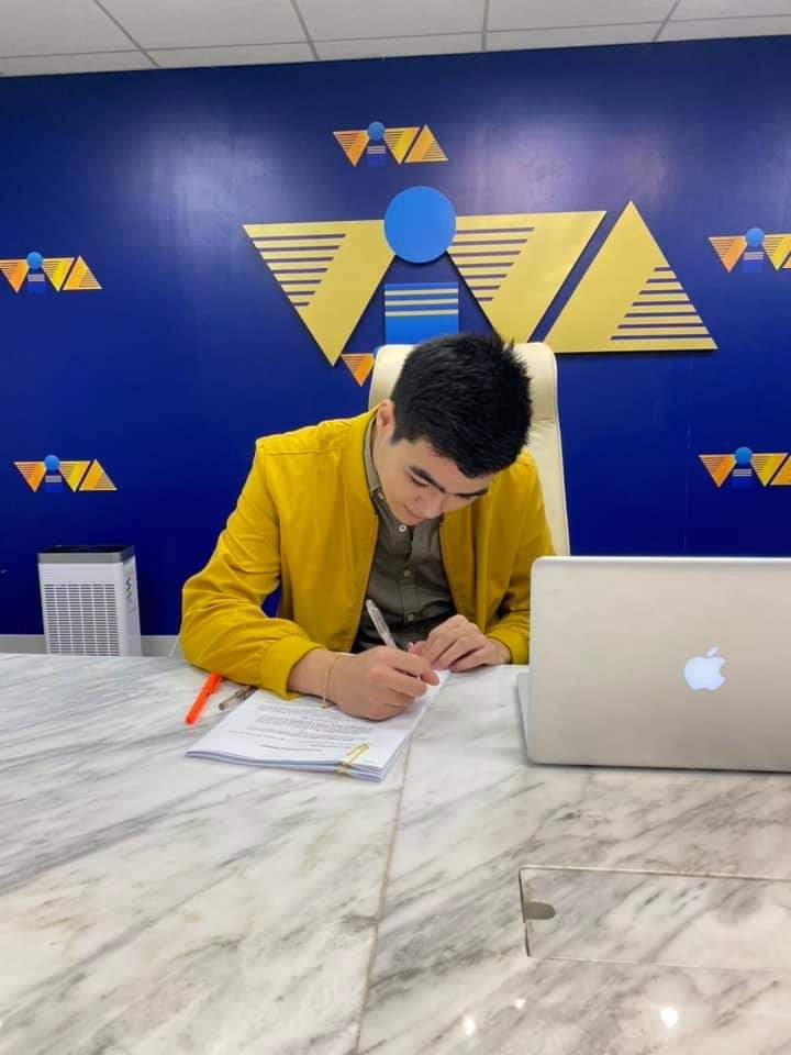 Aiko son Andre Yllana contract signing in VIVA