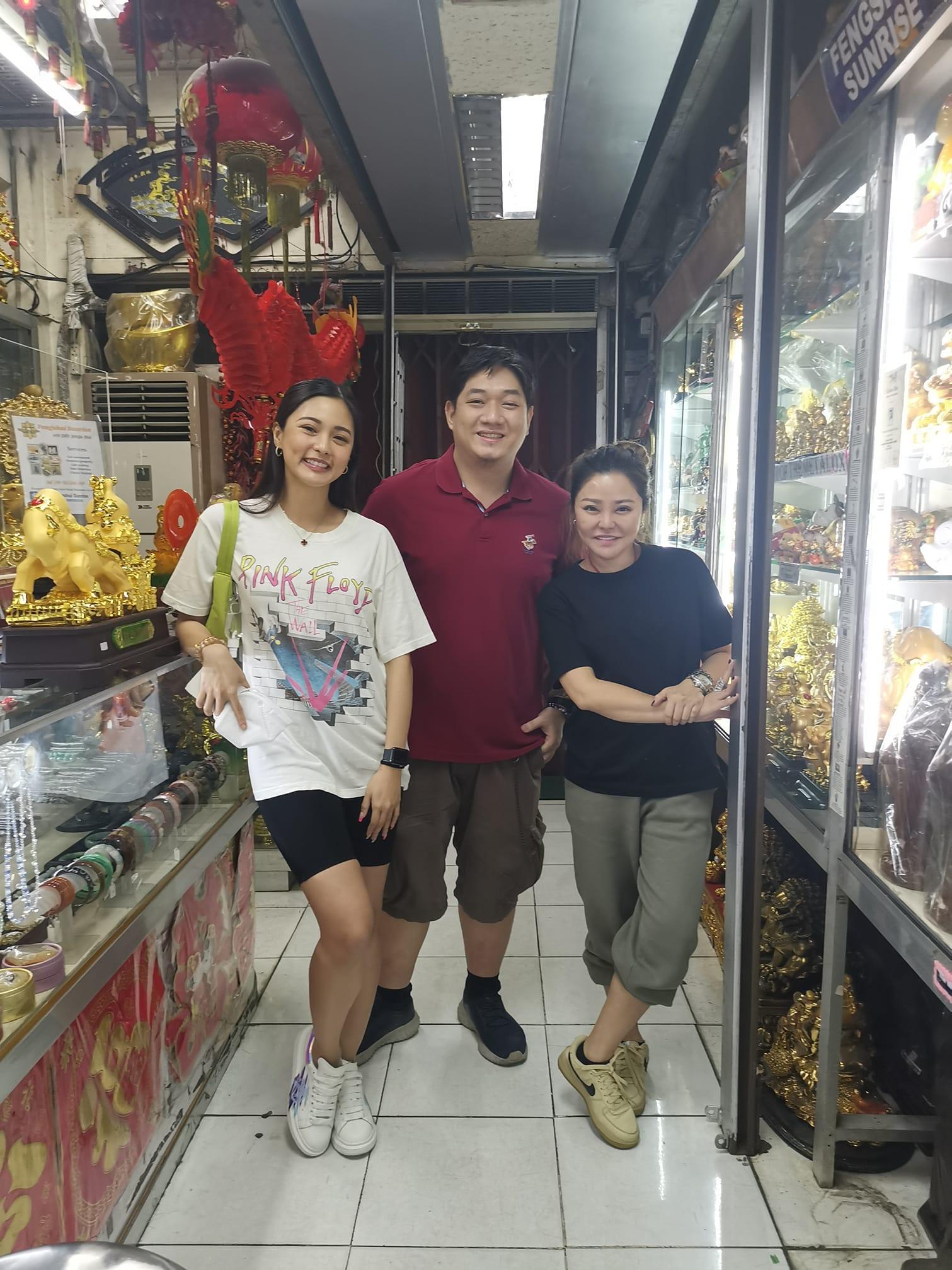 Kim Chiu with Lakam Chiu and Feng Shui master Johnson Chua