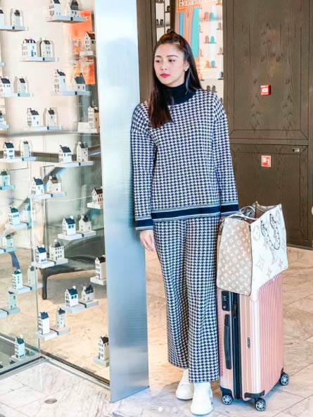 Kim Chiu LV bag
