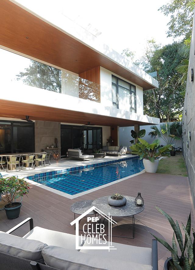 Derek Ramsay House furniture: outdoor sofa set